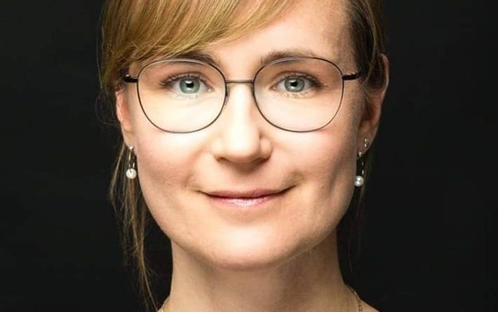 https://www.dielinke-fraktion-lsa.de/fileadmin/_processed_/c/c/csm_Eva_von_Angern_A5_0d75a18ac4.jpg
